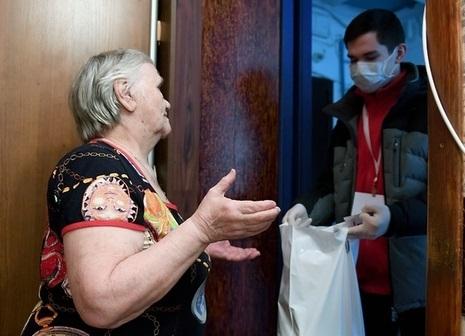 Волонтеры ОНФ оказывают помощь пожилым в покупке продуктов и лекарств