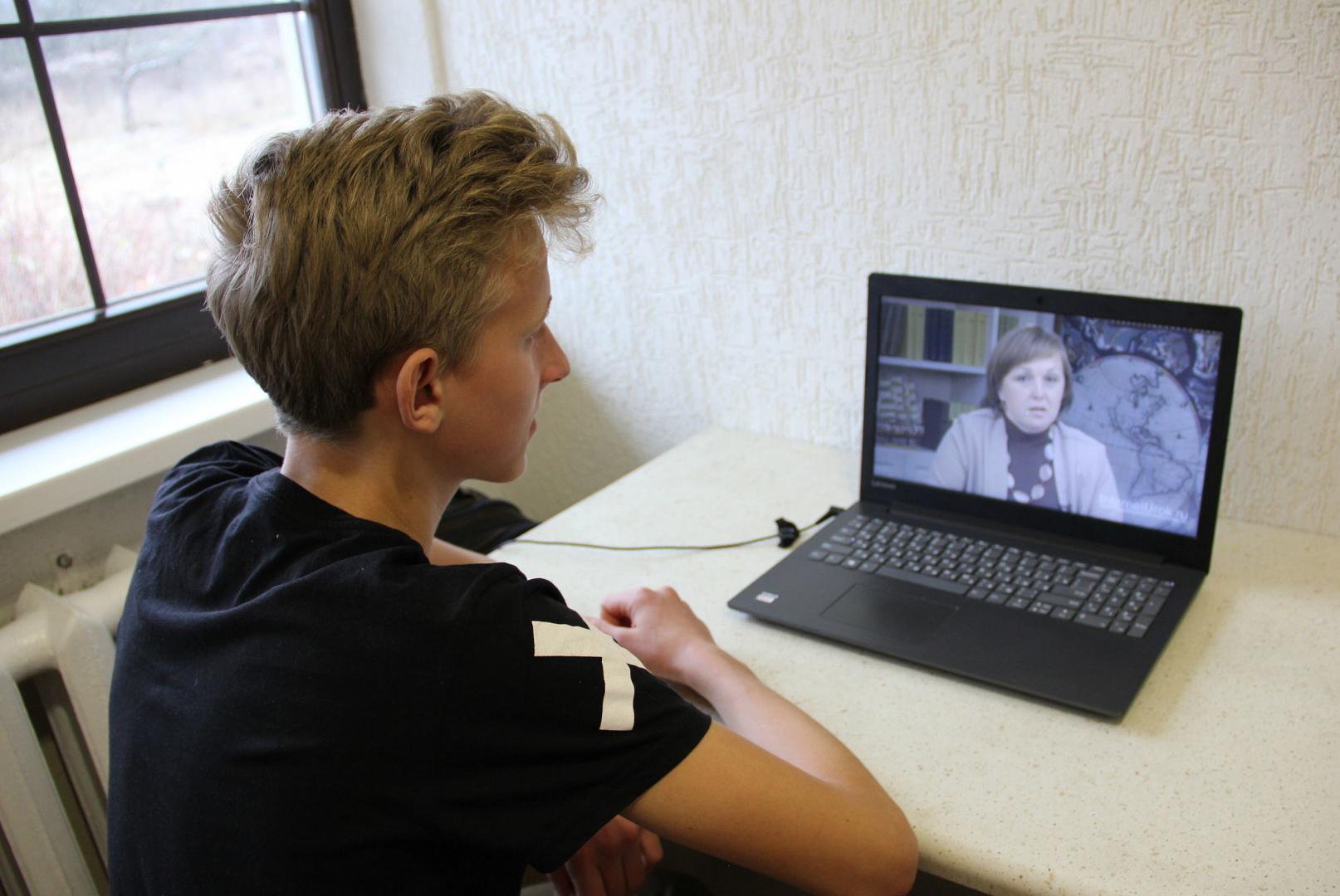 Брифинг по коронавирусу: Жителей республики просят не перегружать каналы связи во время школьных онлайн-занятий
