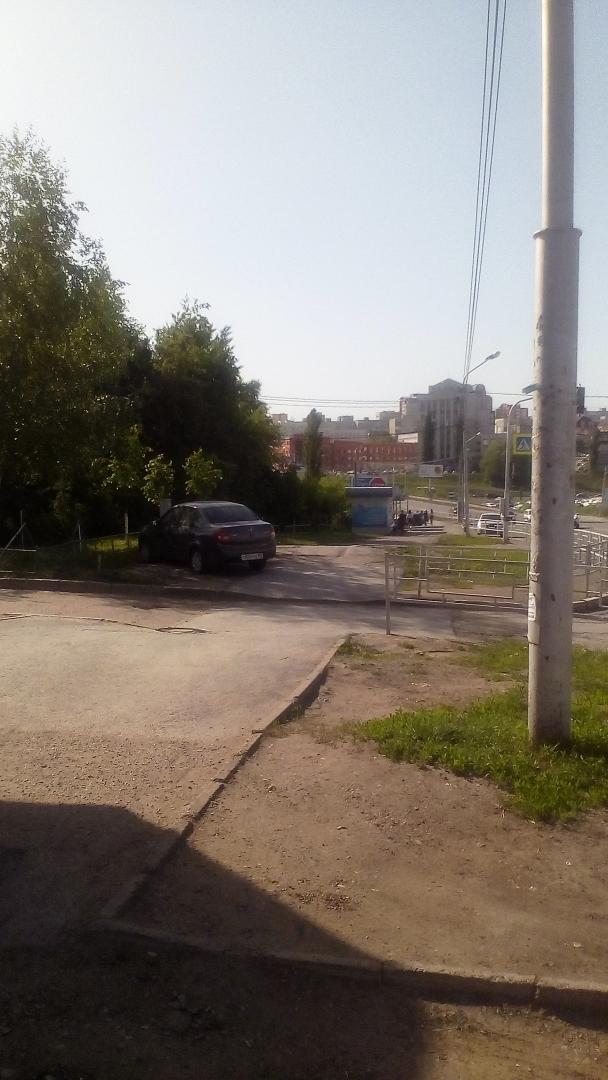 В Советском районе Уфы решили проблему с незаконной парковкой возле школы