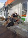 Фото №1 - Мусорную кучу возле магазина рядом с Горсоветом убрали после обращения жителей